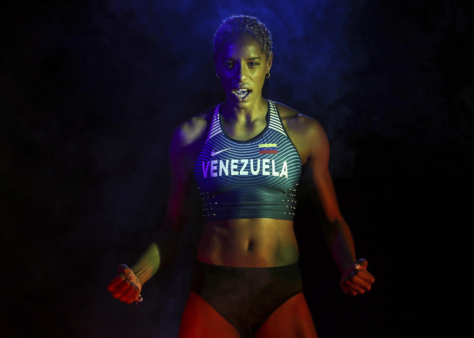 Yulimar Rojas posa con la camiseta de Venezuela