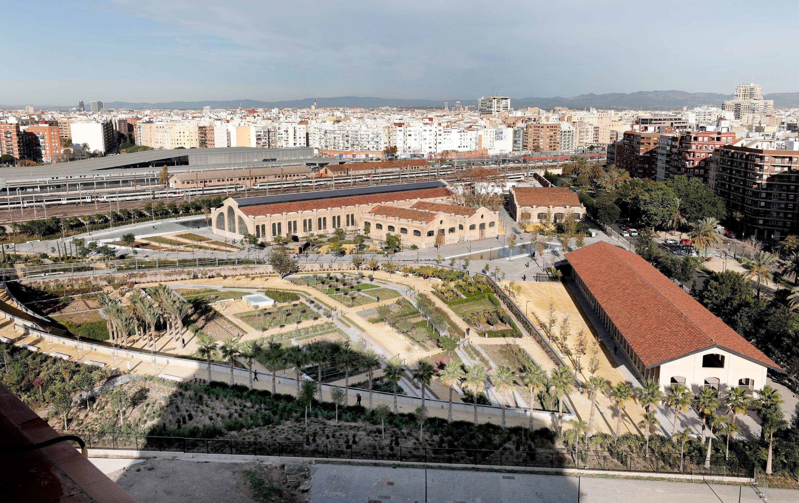 El Parque Central de Valencia, con la playa de vías al fondo.