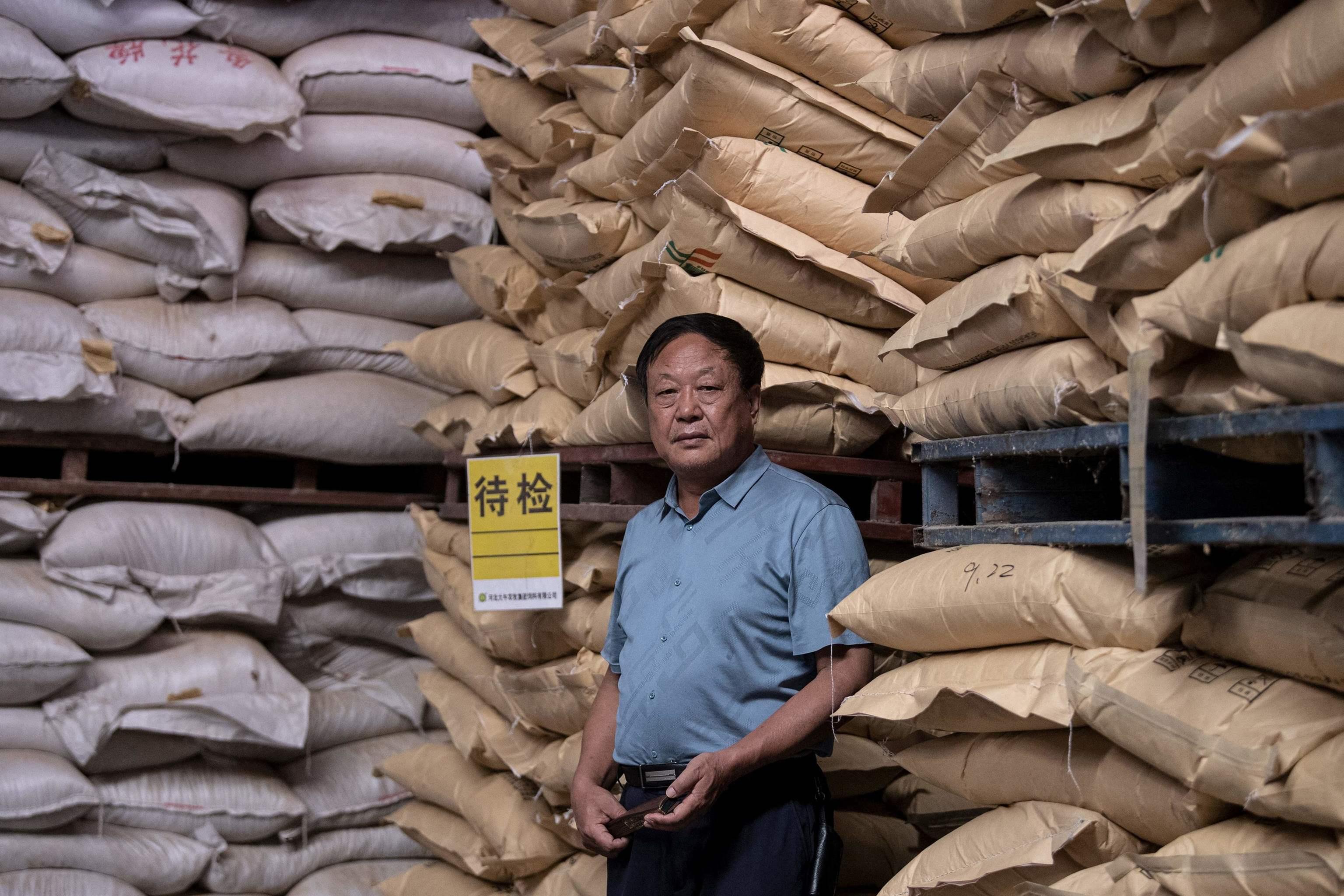 El multimillonario chino Sun Dawu, en un almacén de Pekín en 2019.