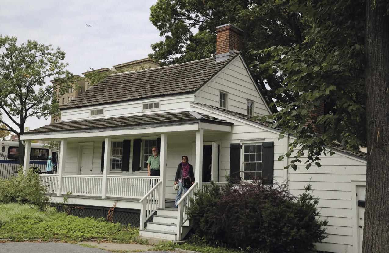 Fernando Savater y Sara Torres, en la casa de Edgar Allen Poe.