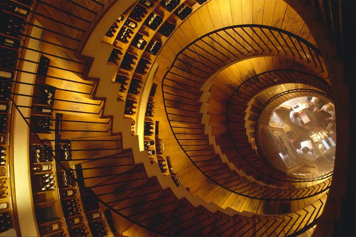 Interior de L'Intendant, que almacena varios millones de botellas.