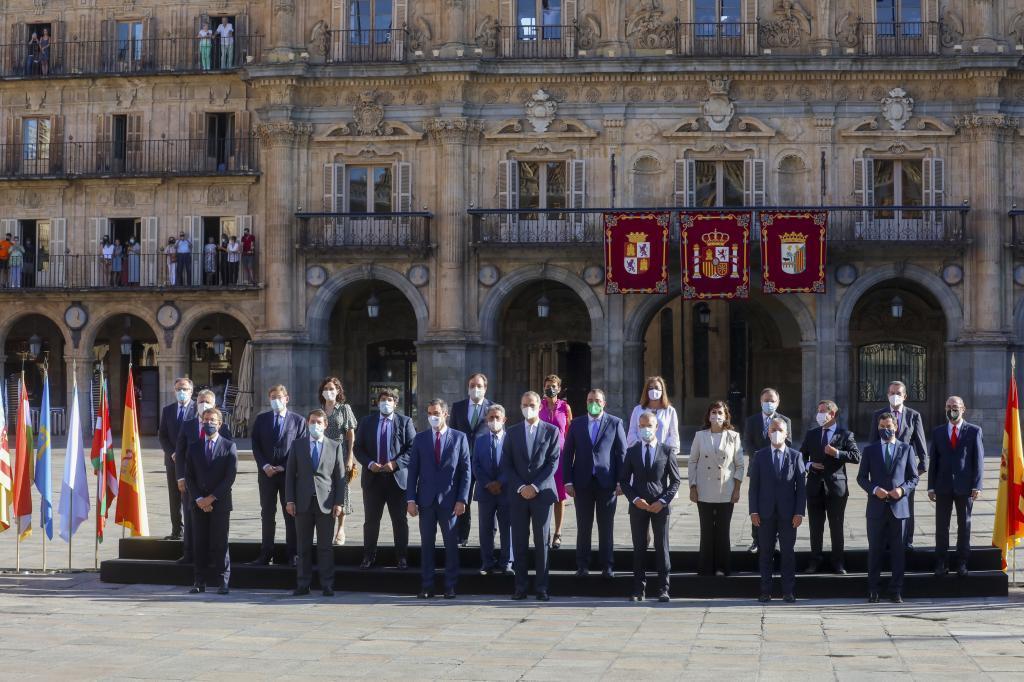 Foto de familia de los asistentes a la Conferencia de Presidentes en Salamanca.