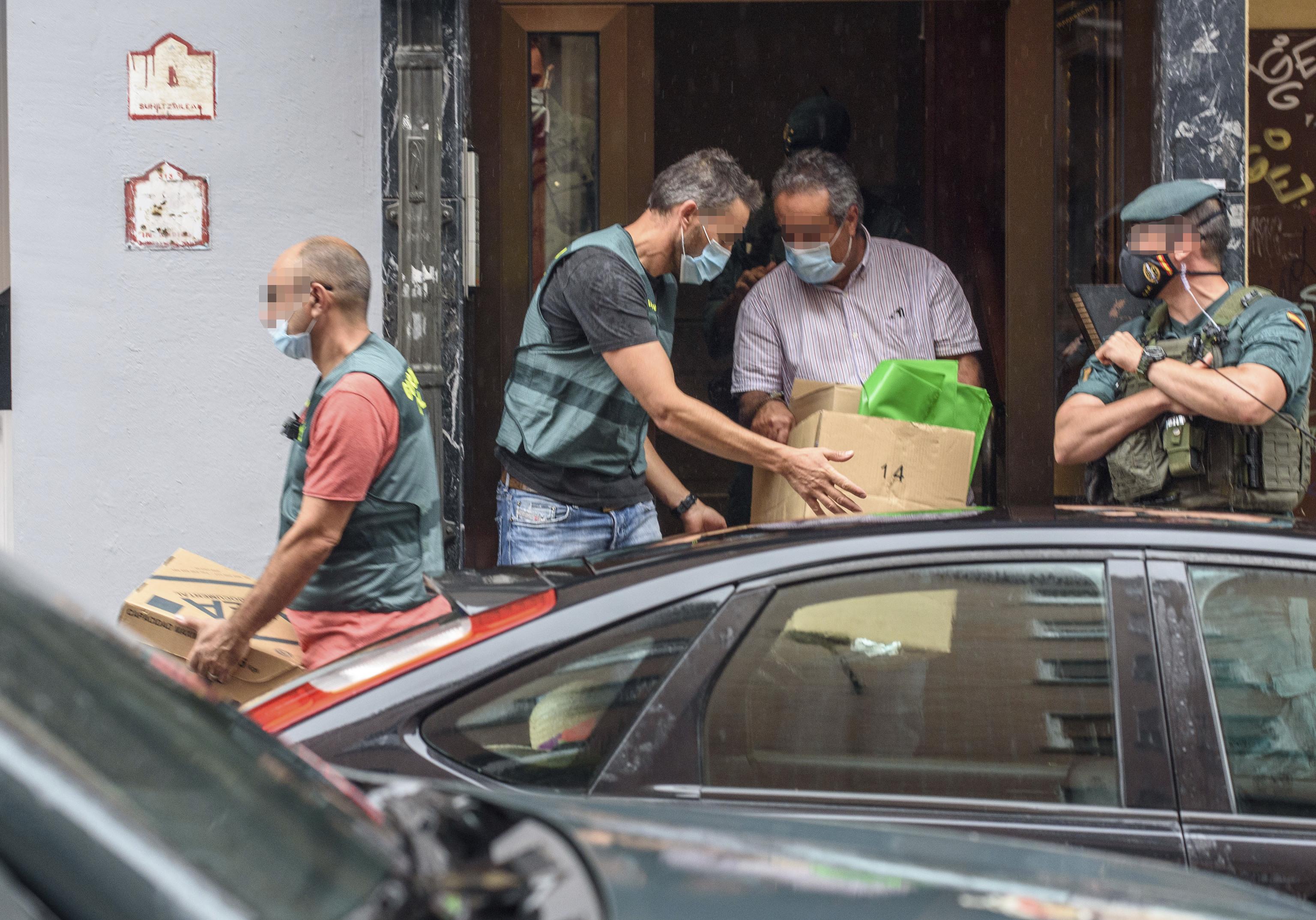 Agentes de la Guardia Civil en una operación en Vizcaya.