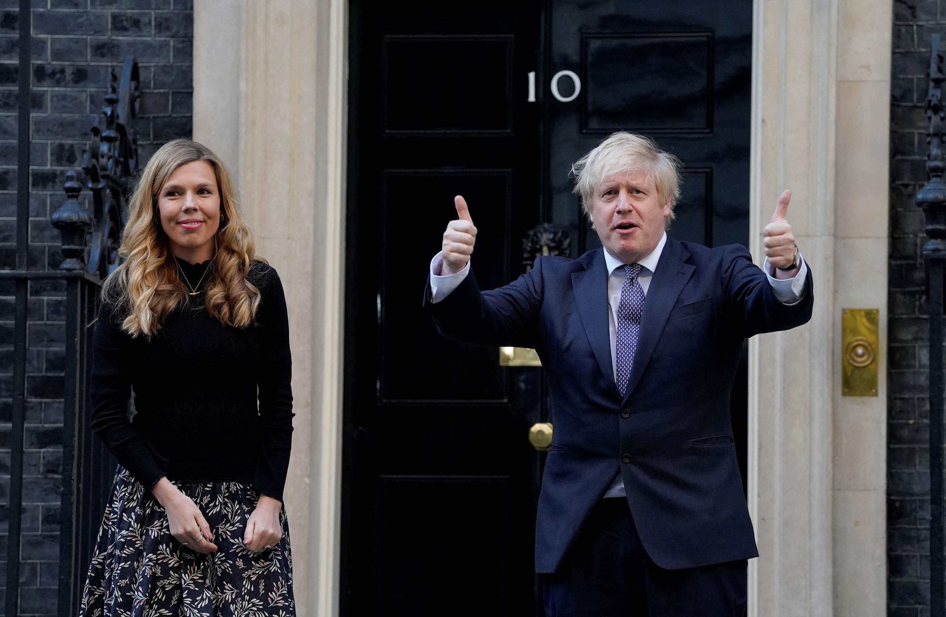 Carrie Symonds y Boris Johnson, en Downing Street.