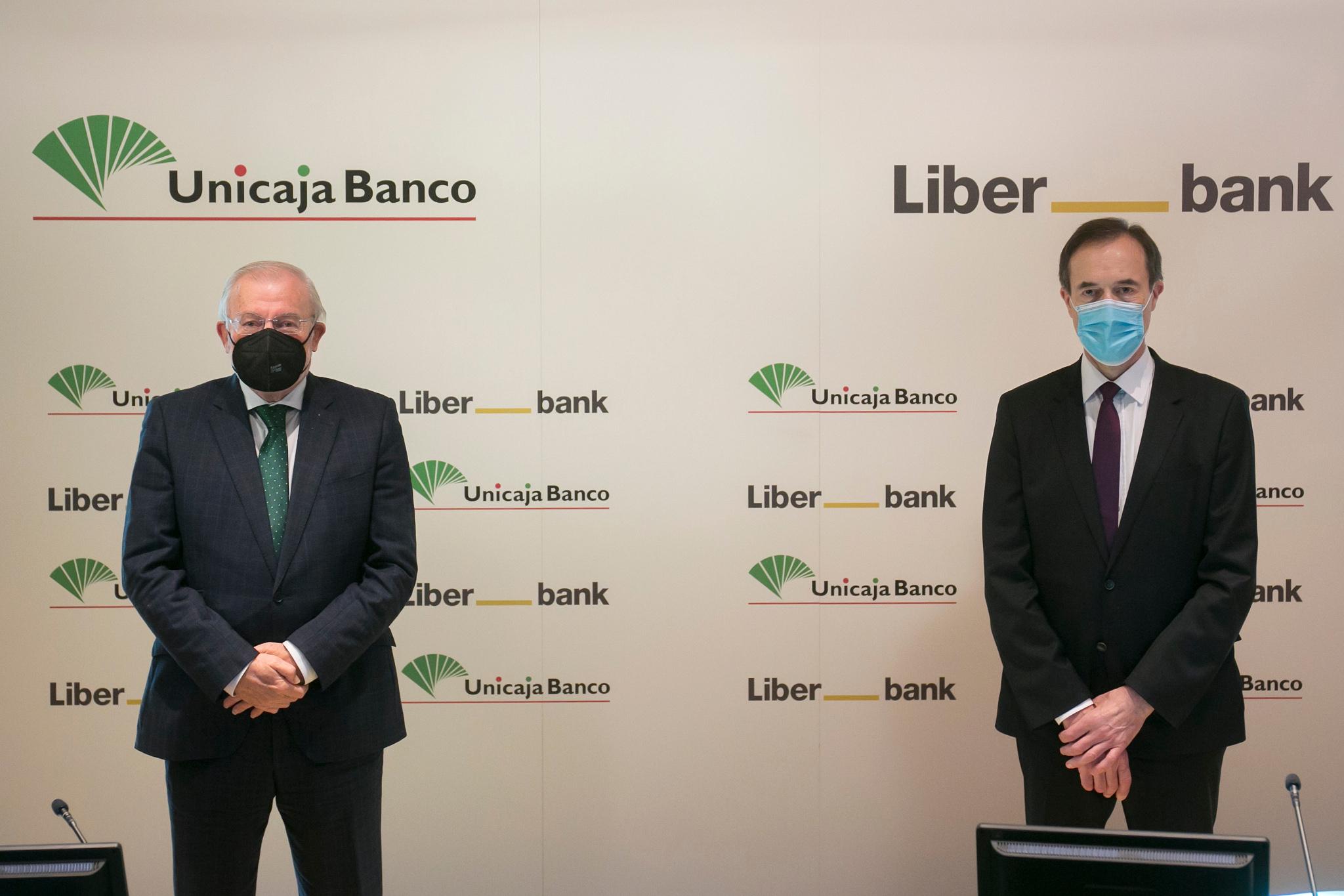 Manuel Azuaga y Manuel Menéndez en la presentación de la fusión, el pasado diciembre.