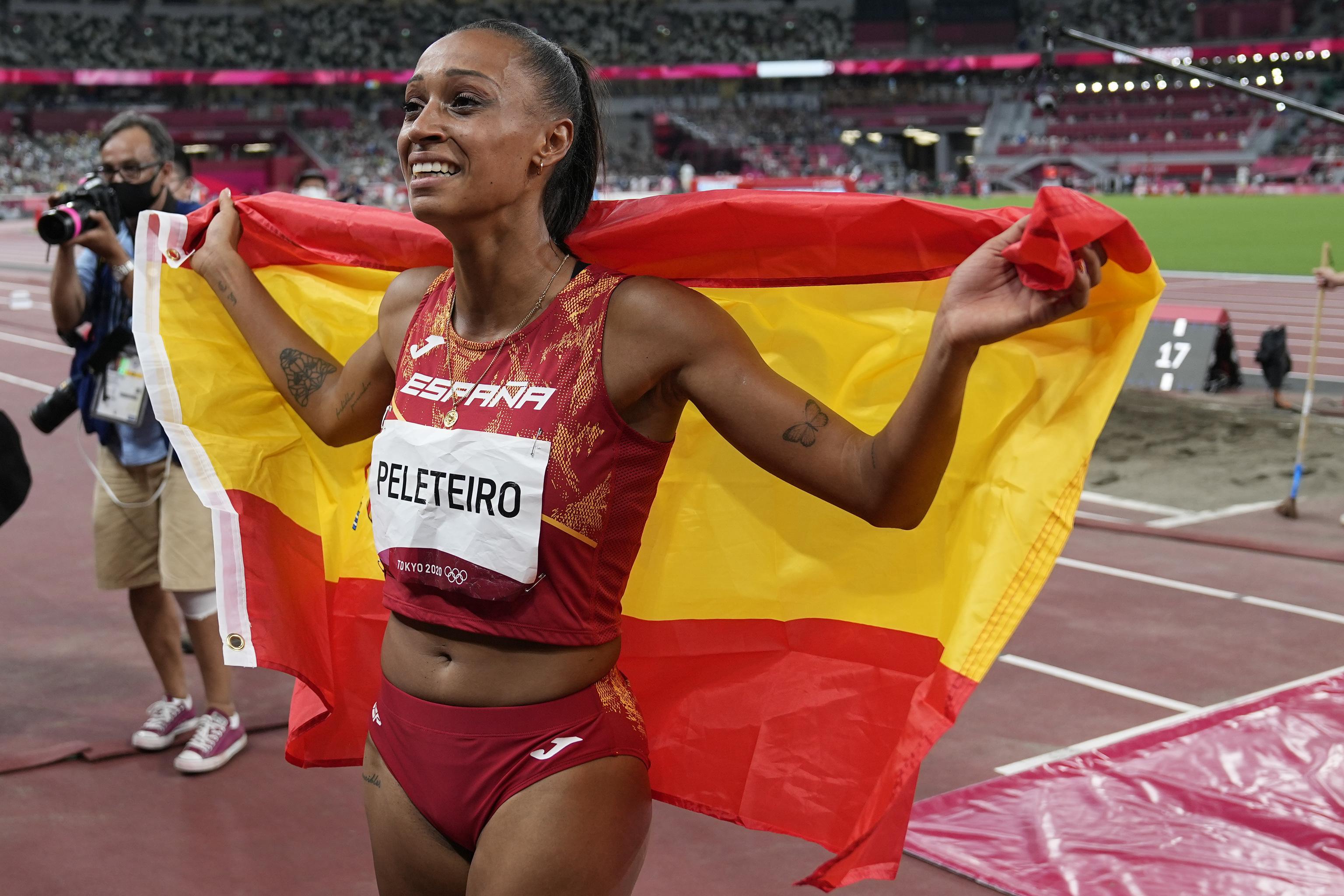 Ana Peleteiro tras ganar el bronce en triple salto.