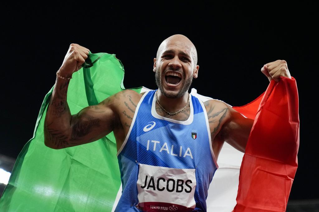 Jacobs celebra tras la final.