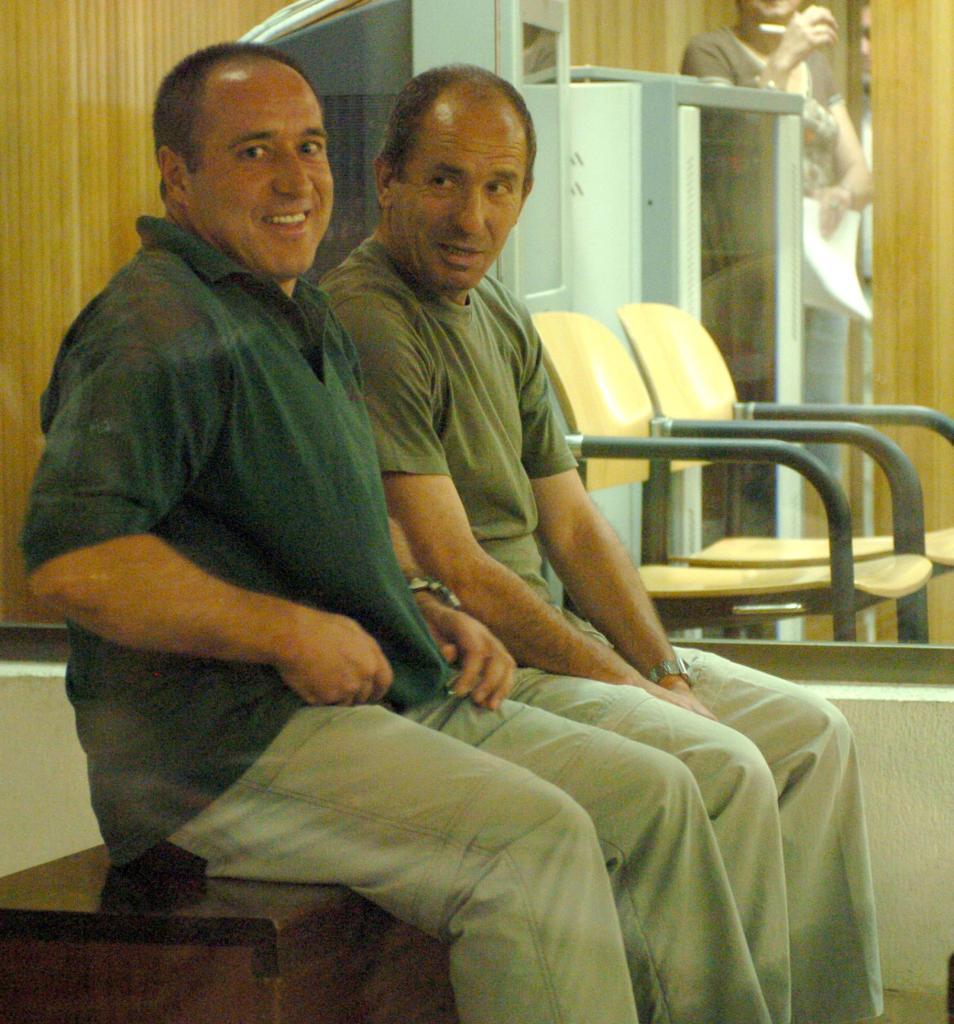 Henry Parot (izqda.), durante un juicio en la Audiencia Nacional en 2006.