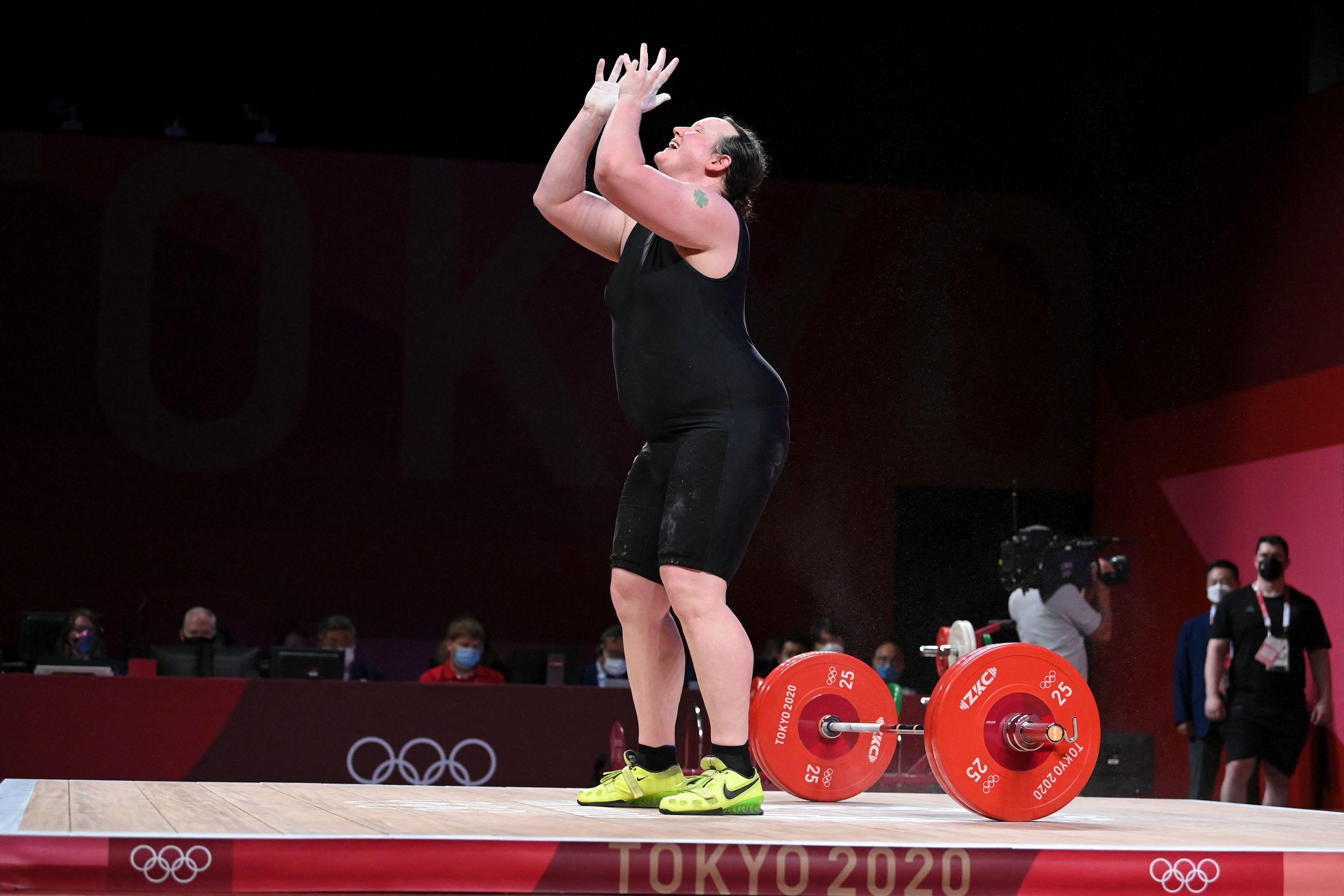 Laurel Hubbard tras quedarse sin opción a medallas.