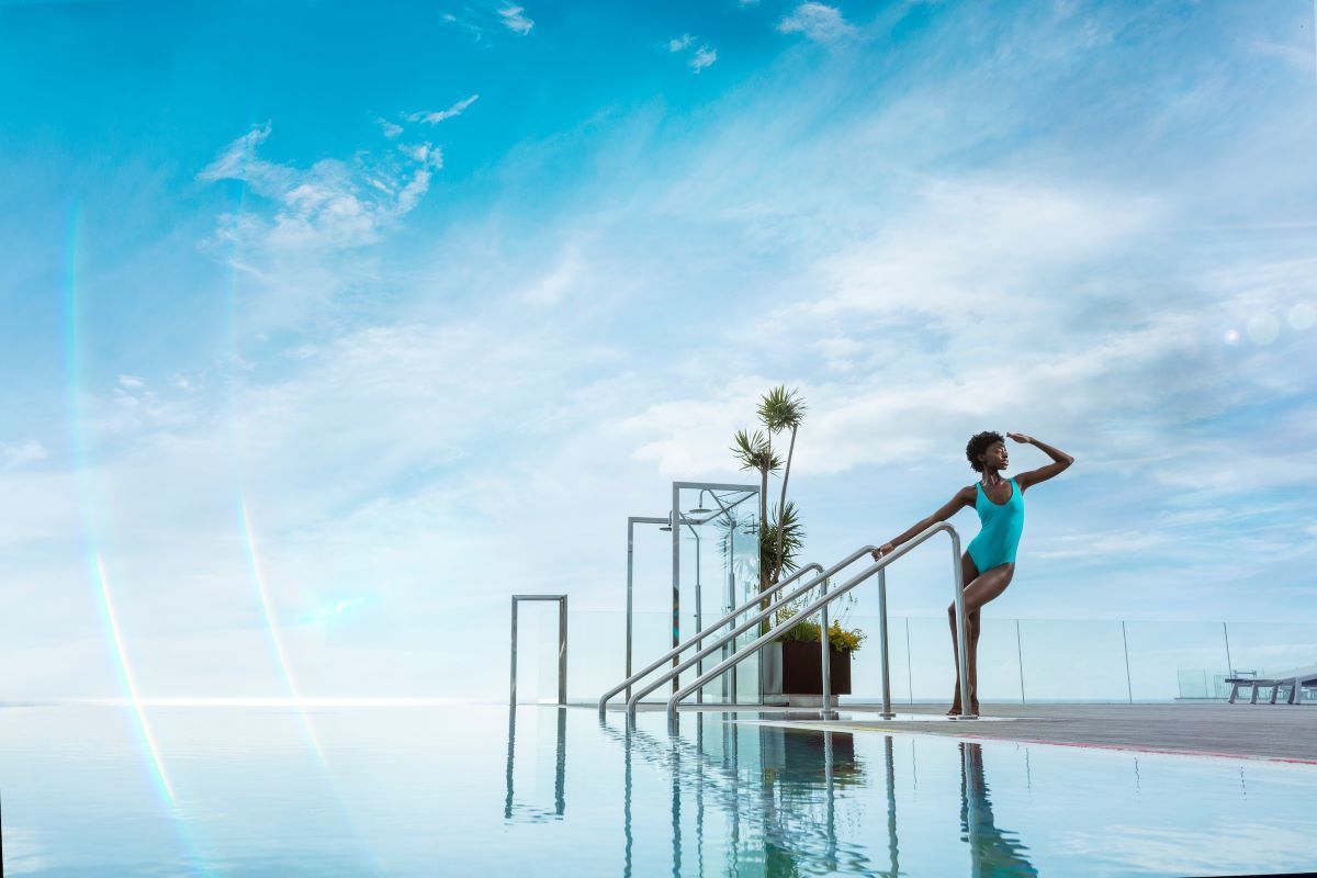 El hotel cuenta con una piscina 'infinity' en la azotea, jacuzzis, barman y buffet solo para adultos.