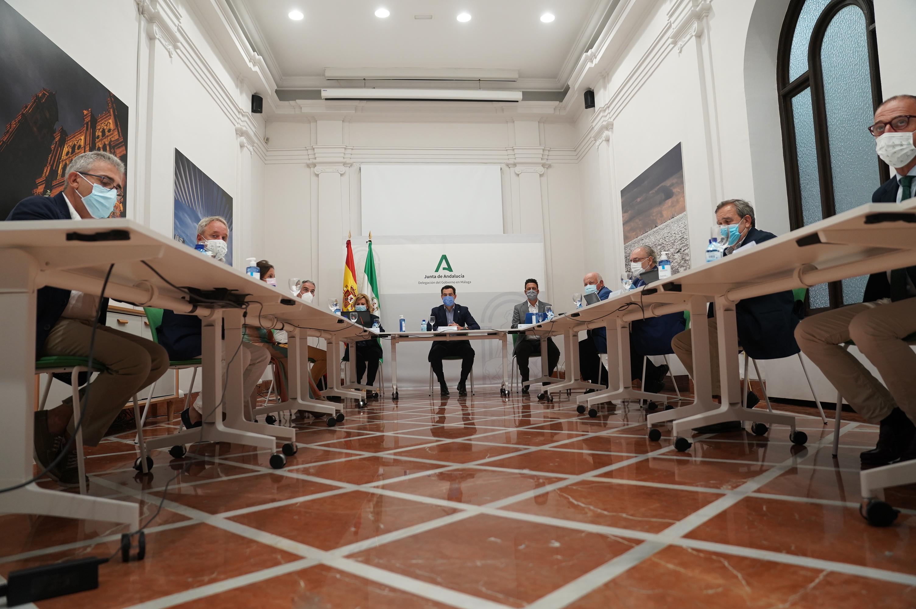 El presidente de la Junta, Juanma Moreno, preside la reunión del comité de expertos este lunes en Málaga.