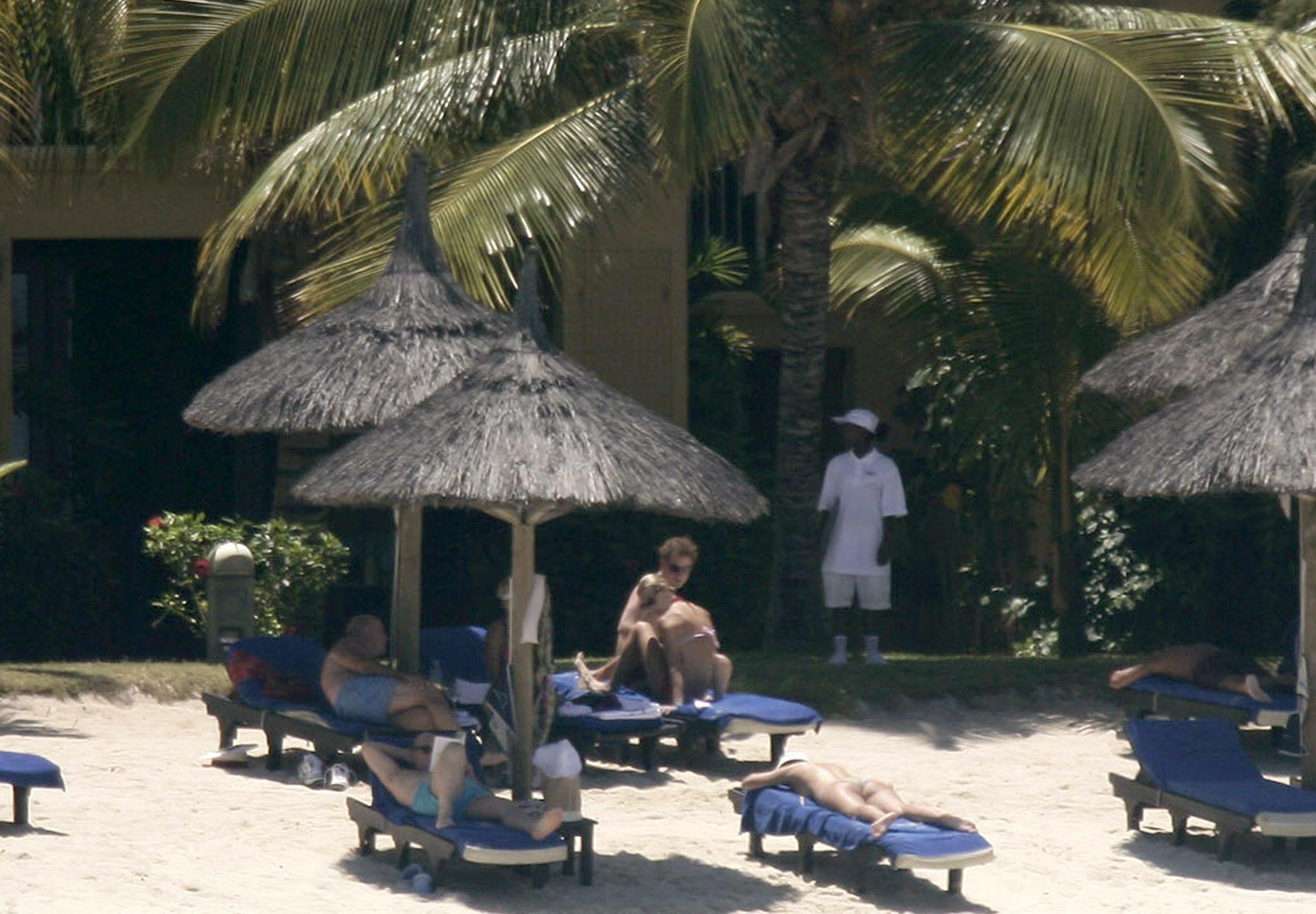 Harry y Chelsy Davy en Isla Mauricio.