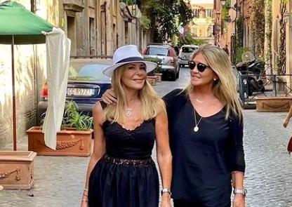 Ana Obregón y Susana Uribarri, por las calles de Roma.