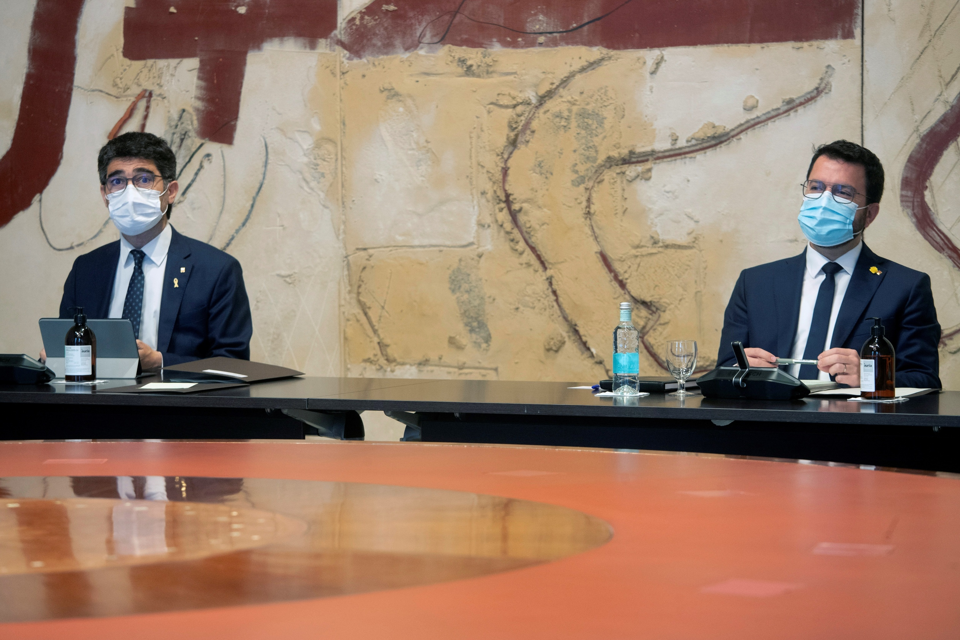 Pere Aragonès y Jordi Puigneró en la reunión semanal del Govern