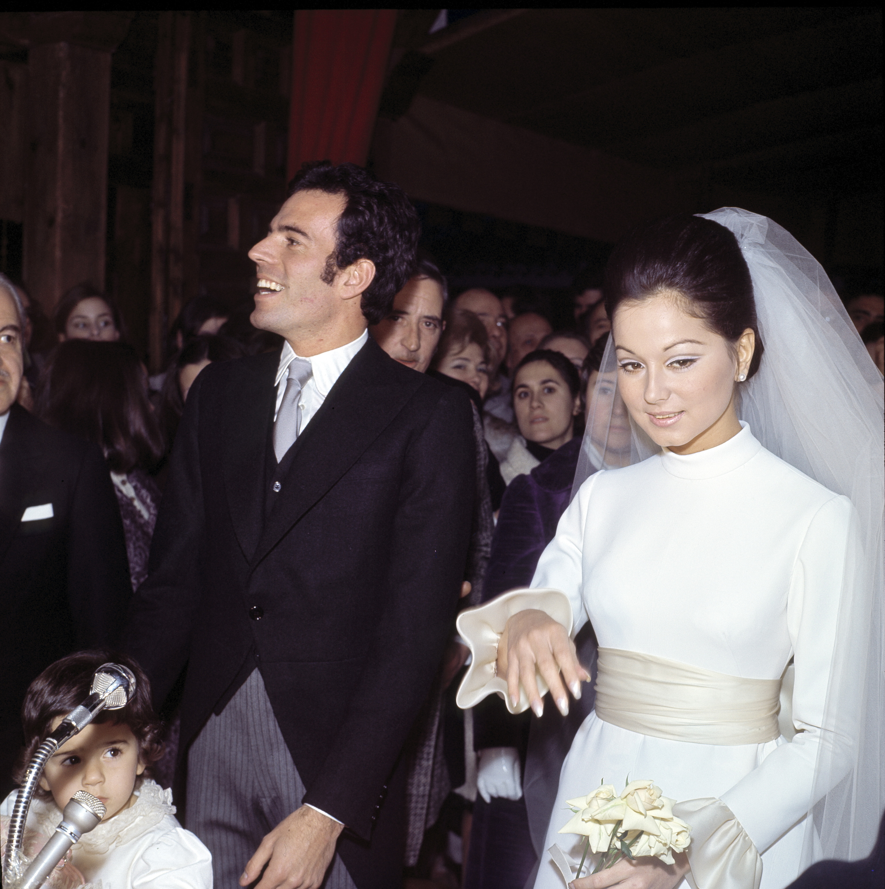 Julio Iglesias e Isabel Preysler, el día de su boda, en enero de 1971.
