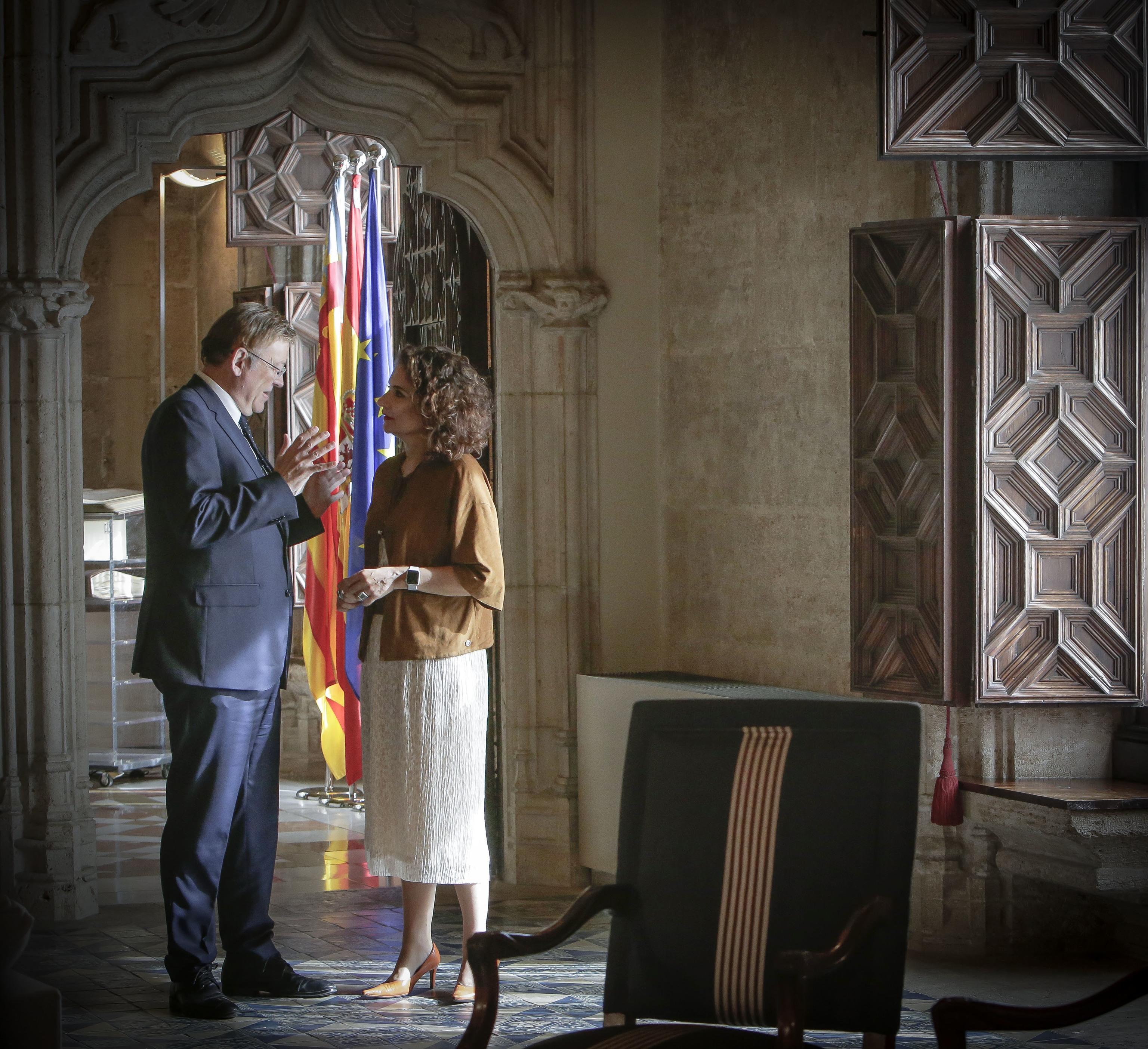 Ximo Puig y María Jesús Montero, en el Palau de la Generalitat.