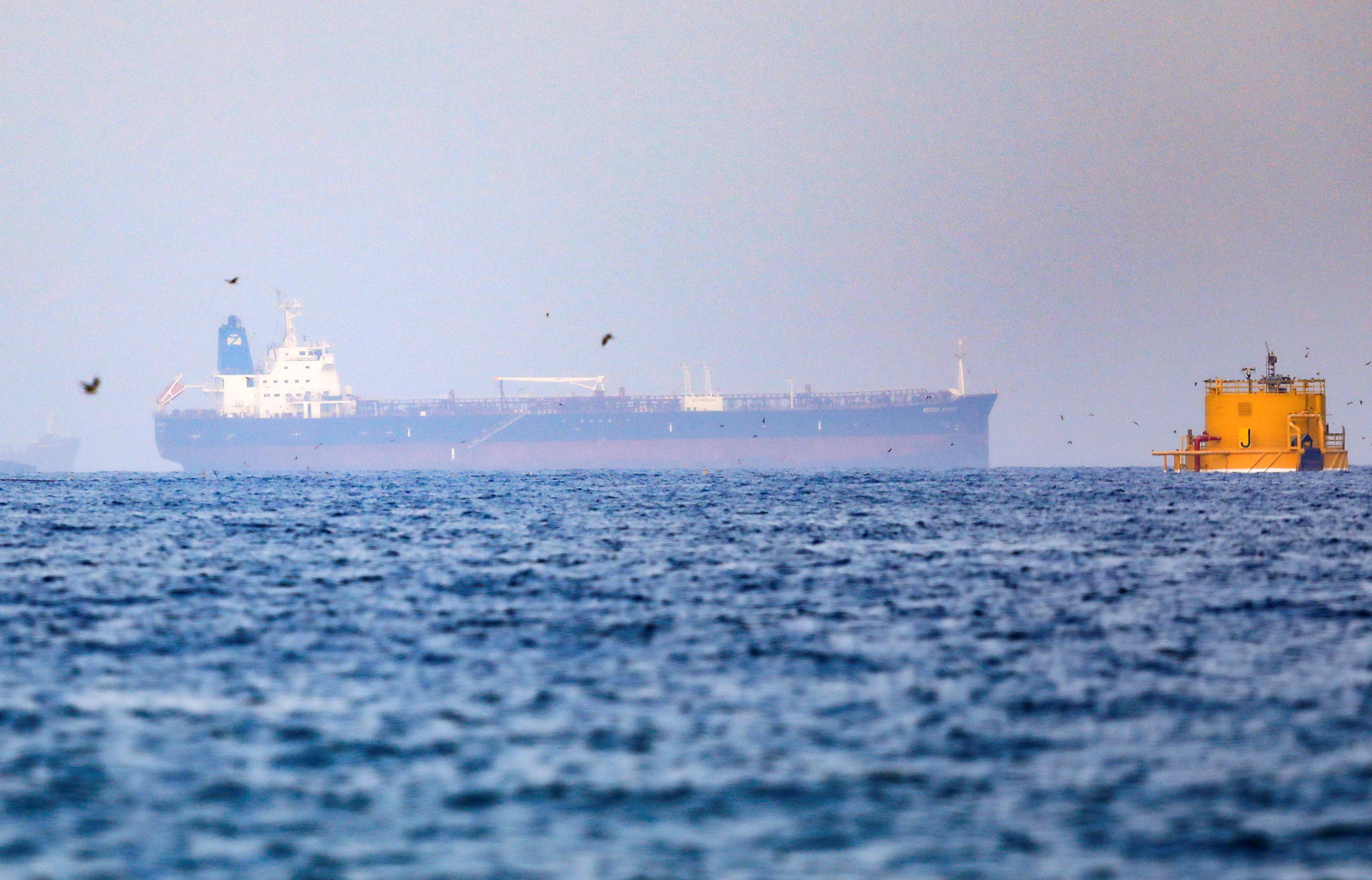 El petrolero Mercer Street, cerca del puerto de Fujairah.