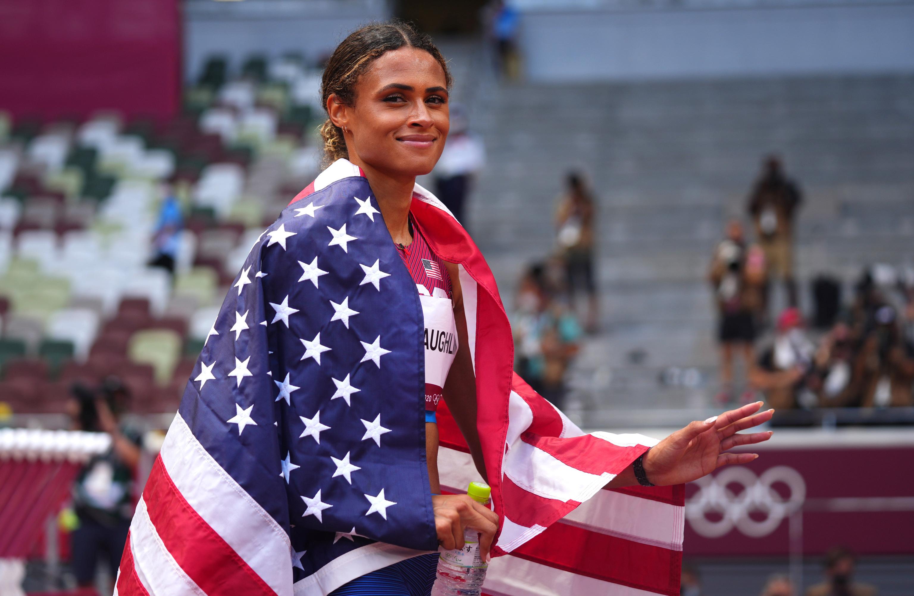 McLaughlin, tras su oro con récord en los 400 vallas.