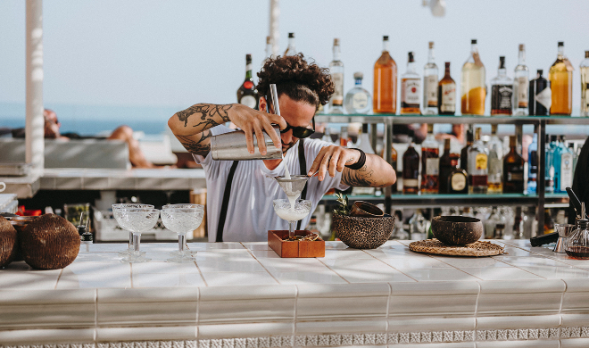 Coctelería Maymanta Pisco Bar en Aguas de Ibiza.