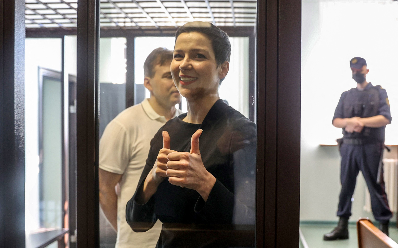 María Kolésnikova hace un gesto en la apertura de su juicio en Minsk, este miércoles.