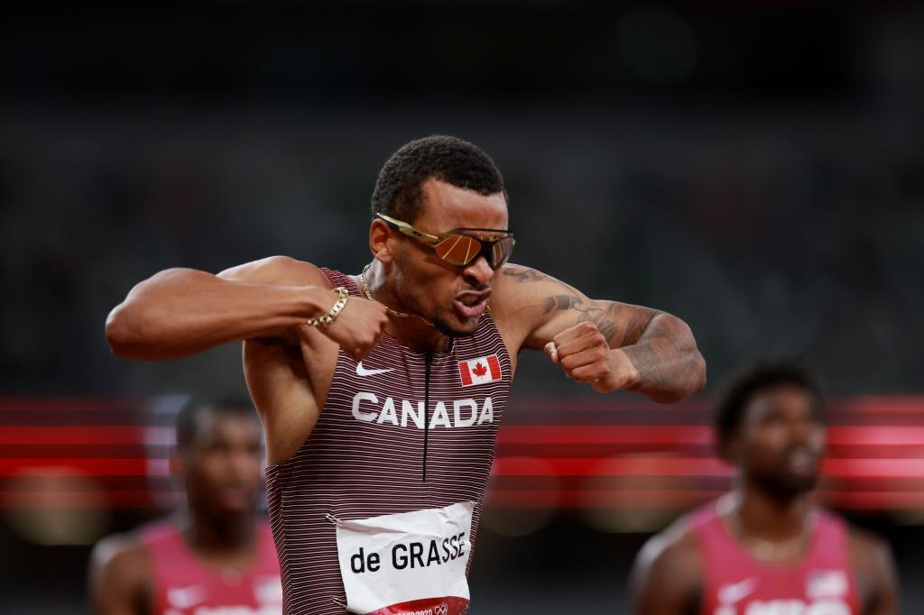 Andre de Grasse celebra el oro en los 200 metros