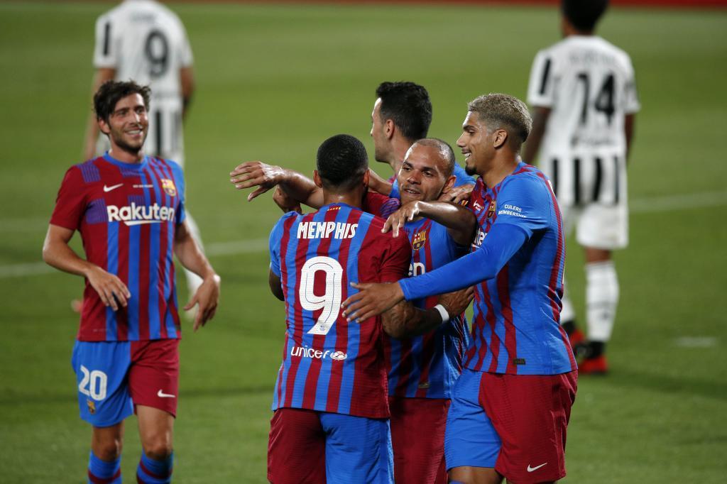 Los jugadores del Barça se abrazan tras uno de los goles ante la Juventus.