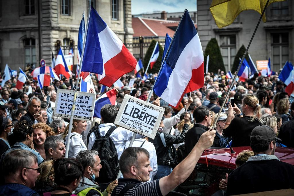Protestas en Francia contra el certificado covid