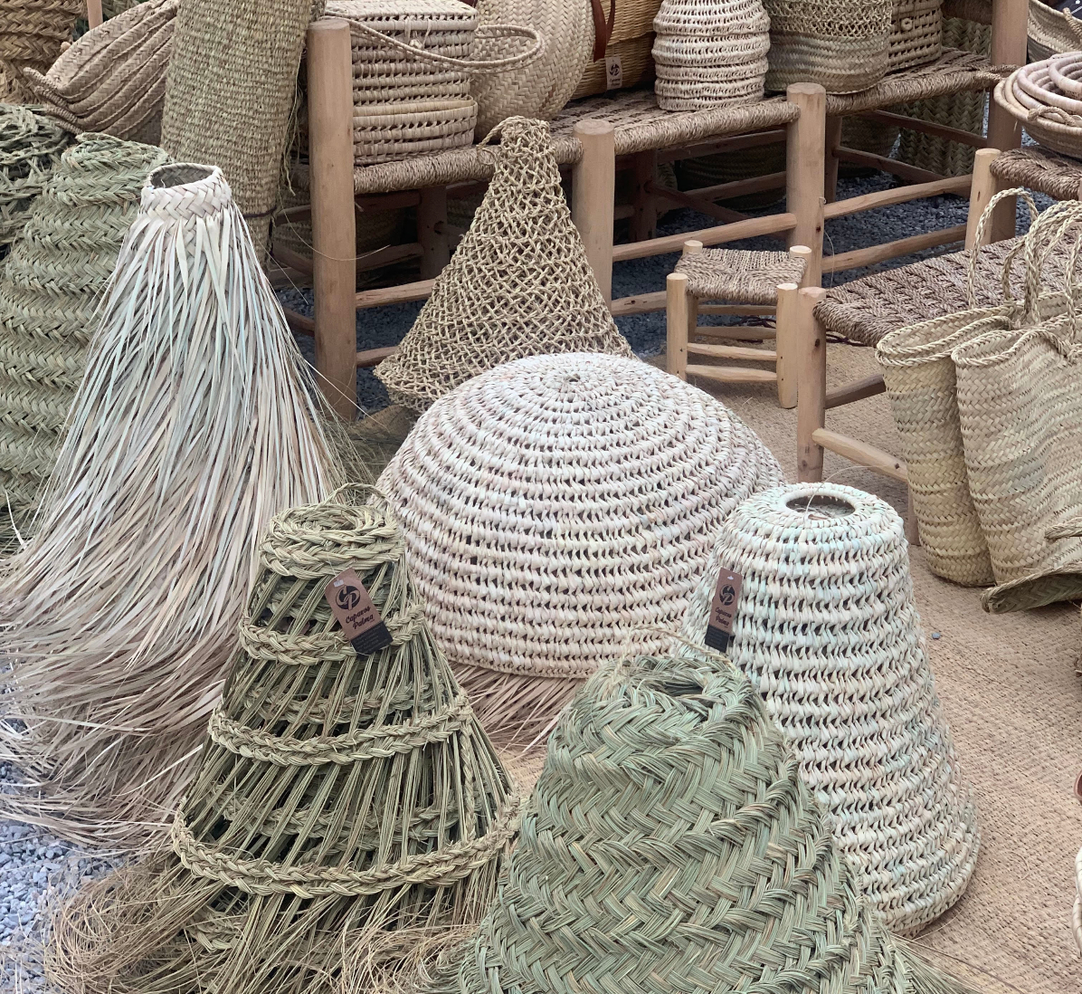 Imagen de uno de los puestos artesanos en el mercadillo de Las Dalias.
