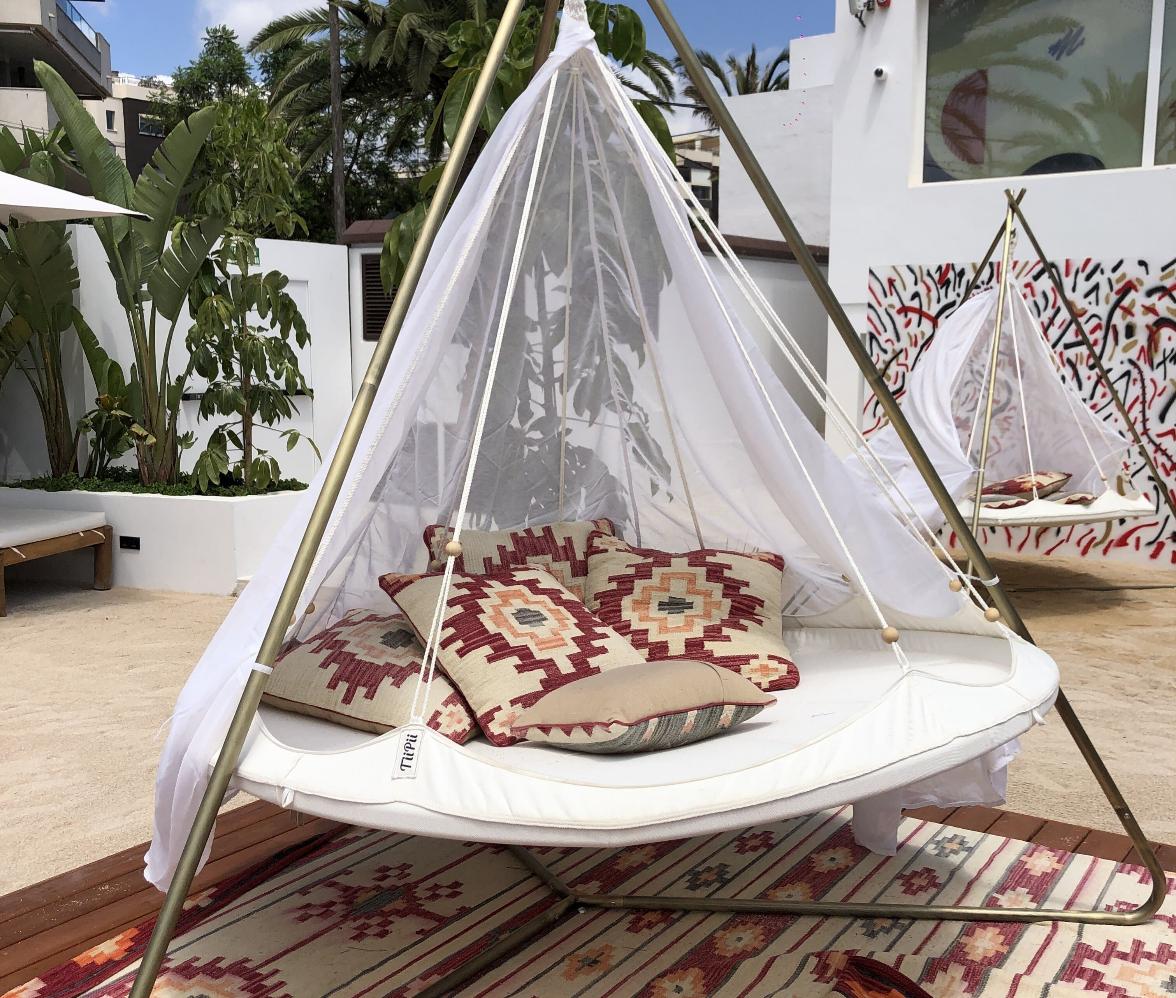 El Hotel Riomar, Ibiza, a Tribute Portfolio Hotel, se encuentra en Santa Eularia des Riu y ofrece un restaurante, una piscina al aire libre y una zona 'chill' con 'tippis'.