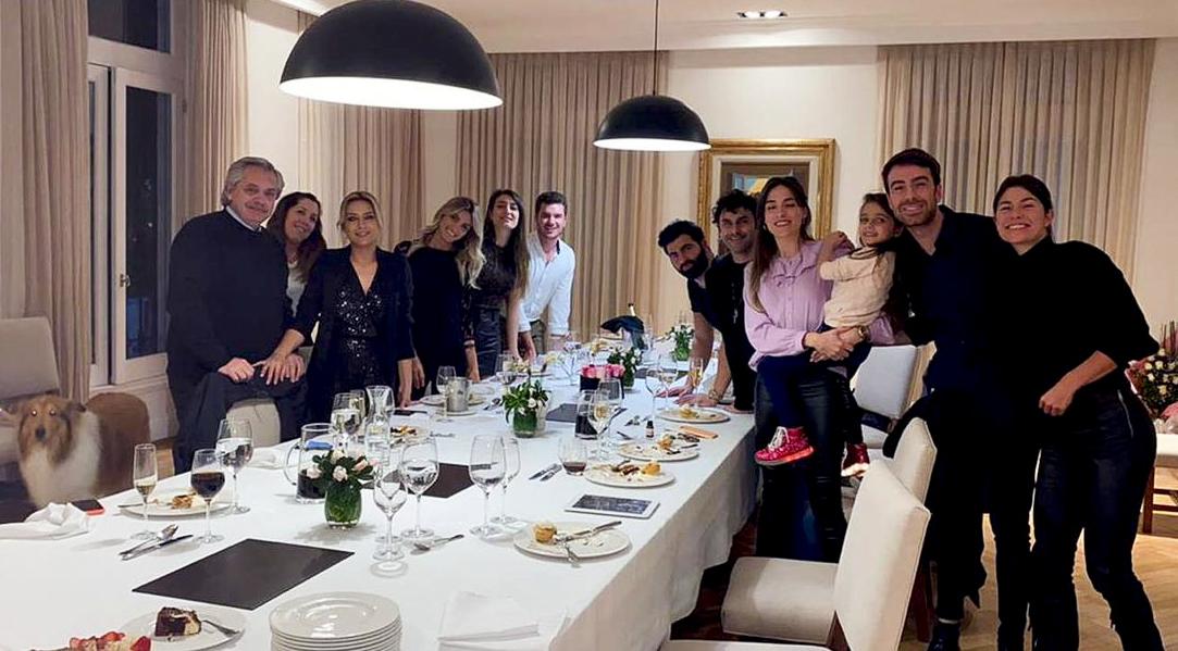 Alberto Fernández celebrando el cumpleaños de su mujer el año pasado.