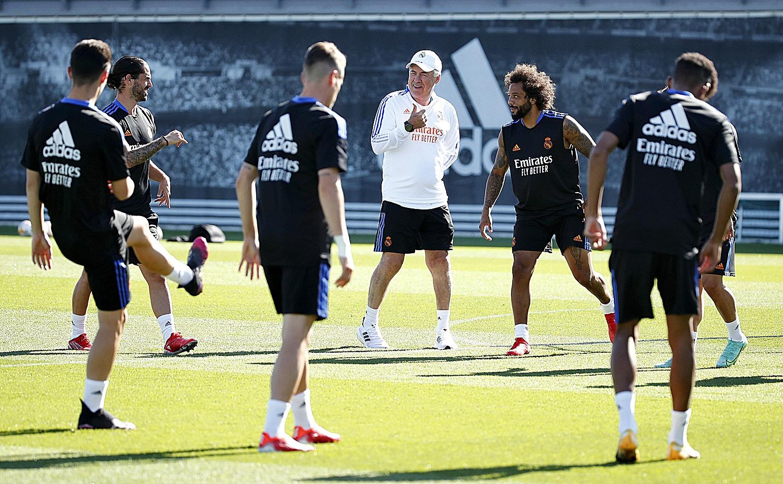 Ancelotti, durante uno de los entrenamientos del Real Madrid.
