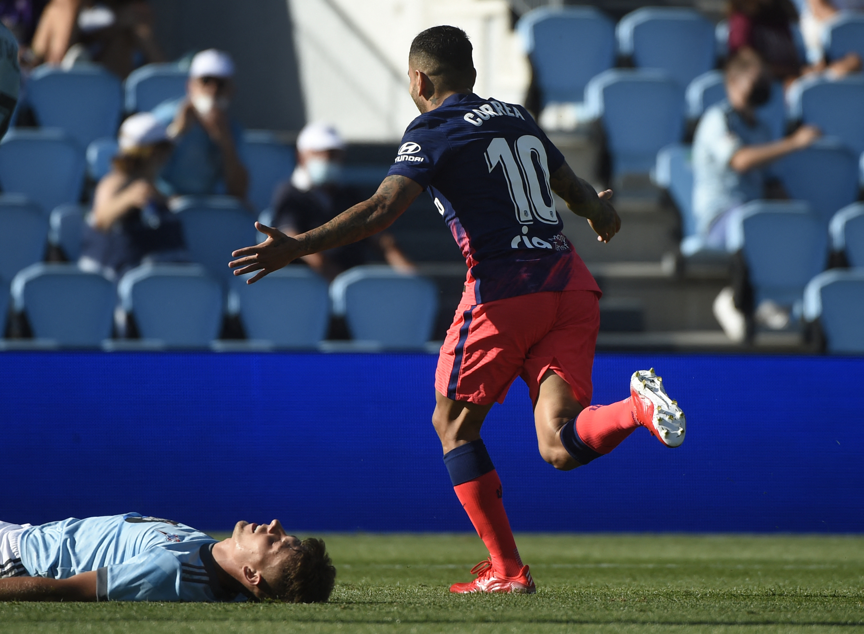 Ángel Correa celebra su segundo gol al Celta.