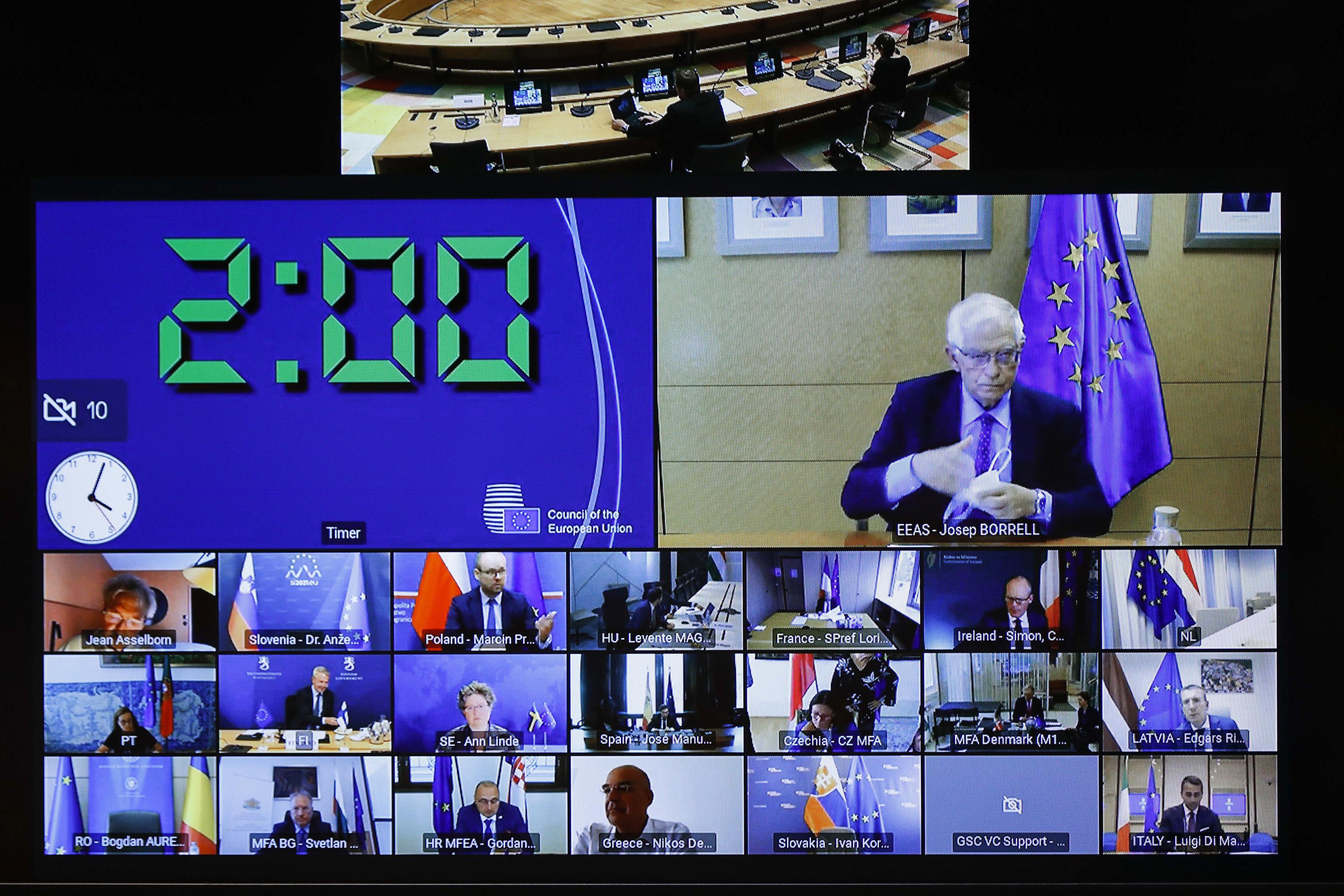Josep Borrell habla por vídeoconferencia con los ministros de Exteriores de la UE.