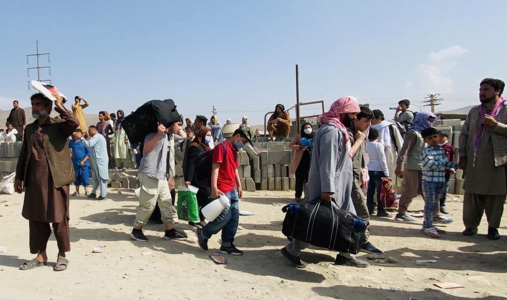 Un grupo de afganos, tratando de huir del país.