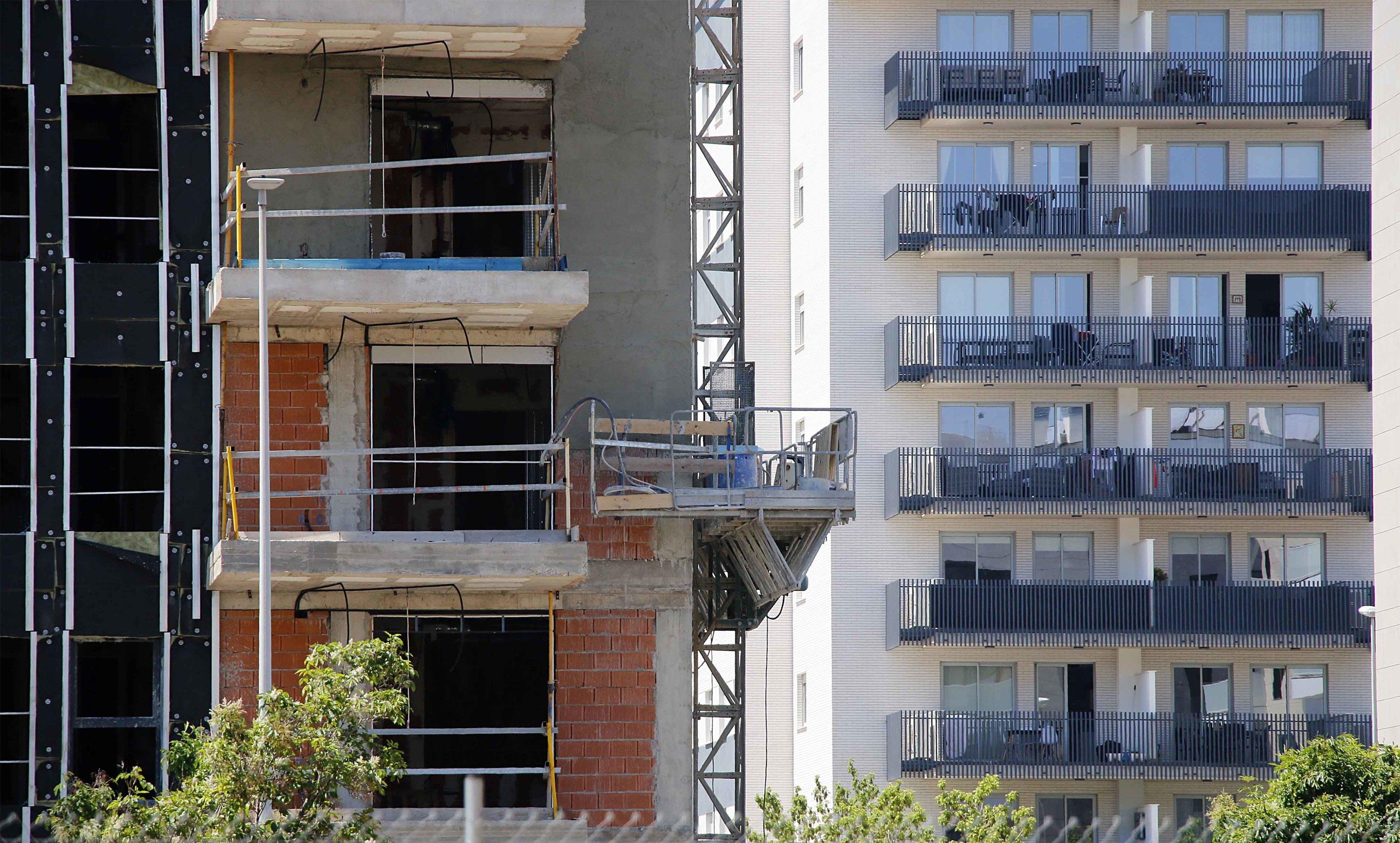 Edificio en construcción en la capital de La Plana.