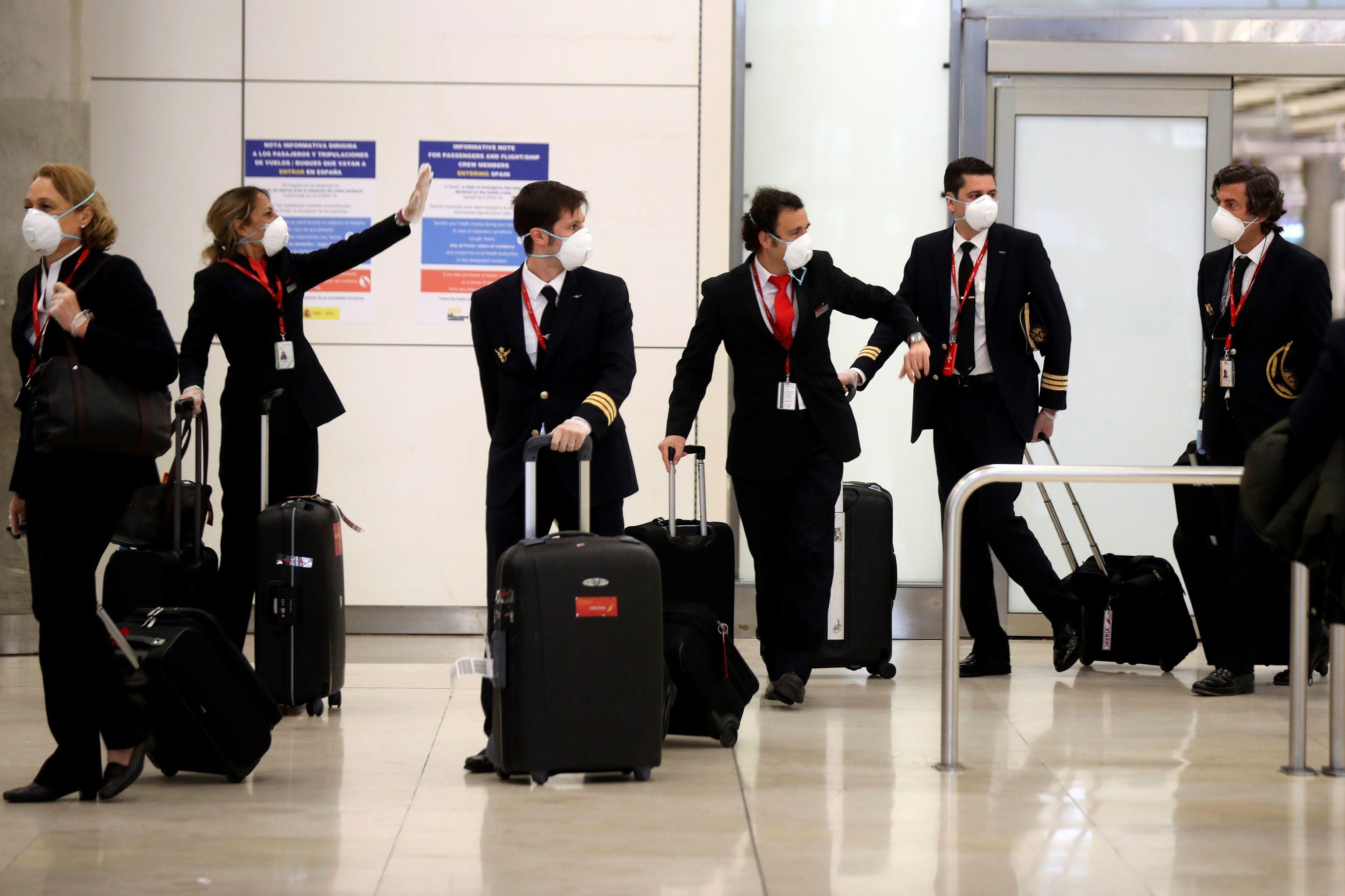 Tripulación de un vuelo procedente de La Habana llega a Barajas.
