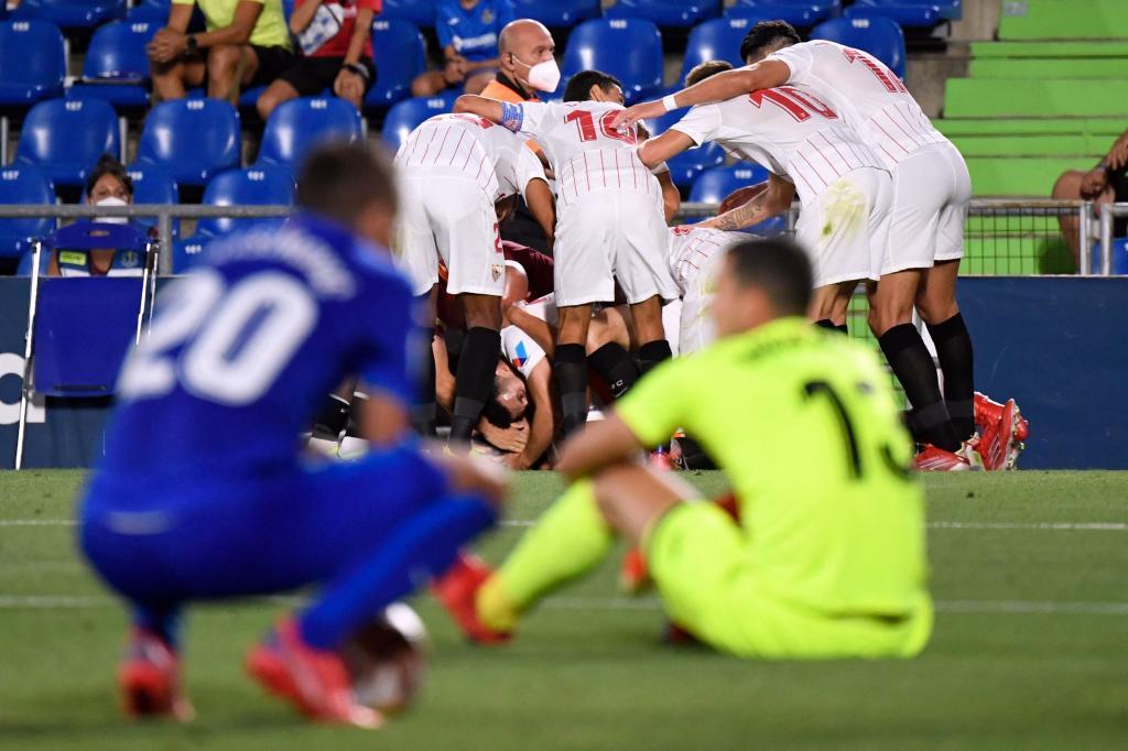 El Sevilla celebra el decisivo gol en el último minuto.