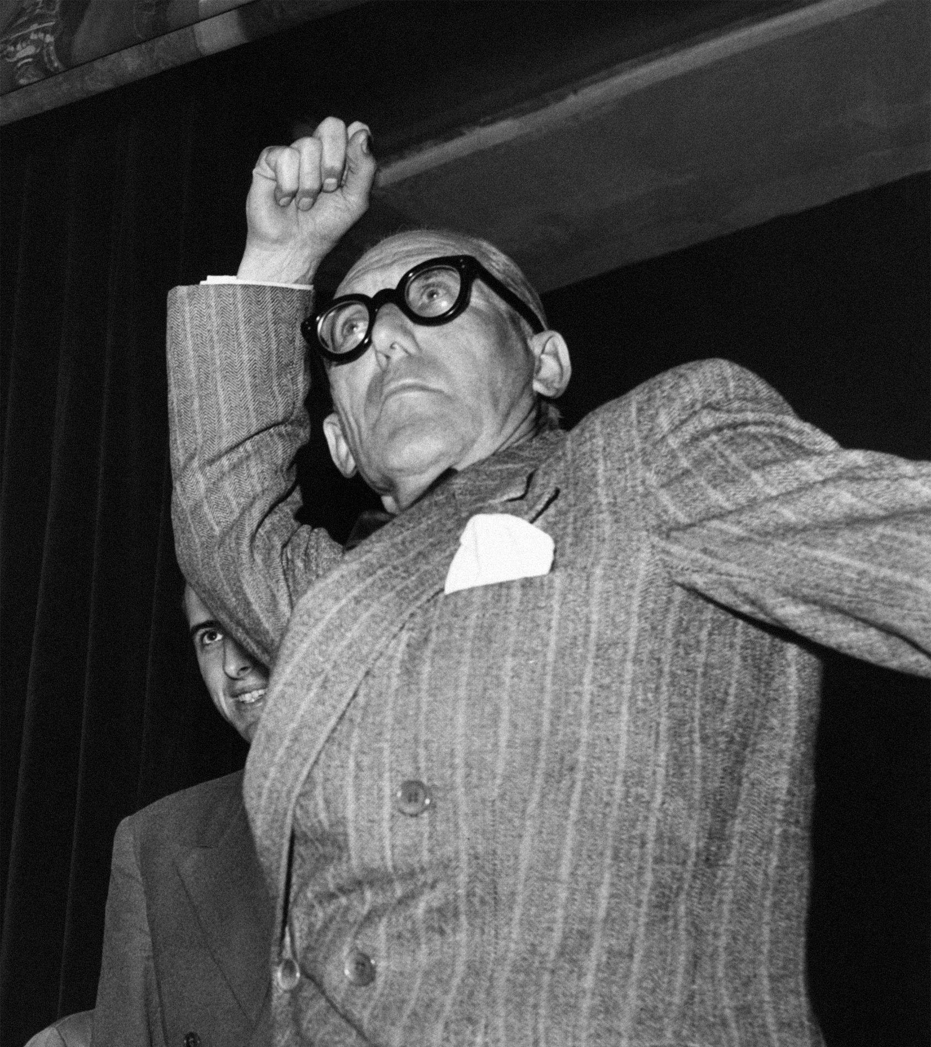 Le Corbusier, en Milán, en 1951.