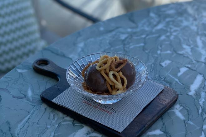 El postre inspirado en los famosos churros con chocolate de Madrid.