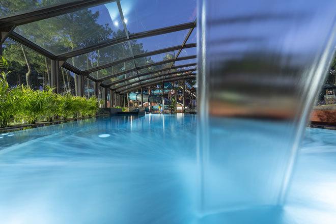 Piscina climatizada del spa del complejo de Nazaré.