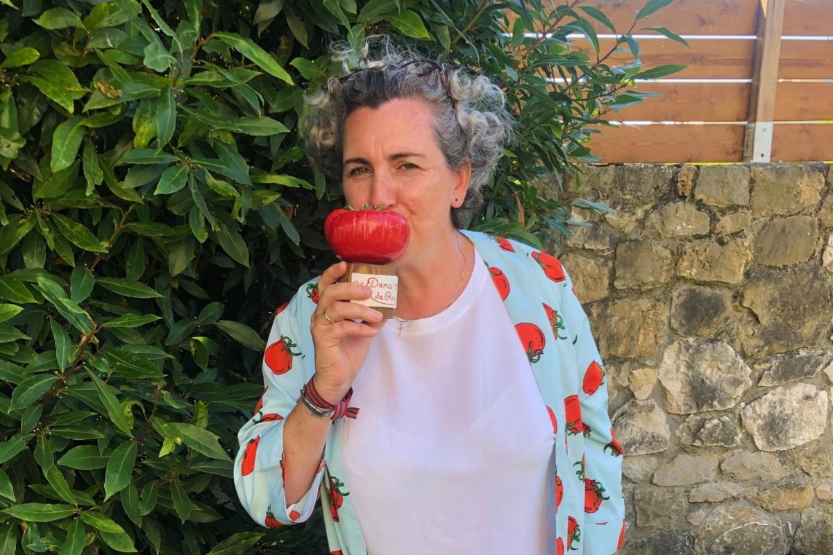 Pepa Munoz, la 'chef del tomate', nombrada durante la feria primera 'Dama de Rojo' de la historia.