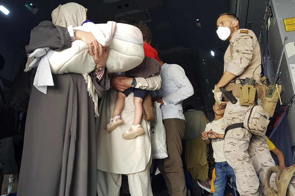 Una familia afgana, evacuada por España.