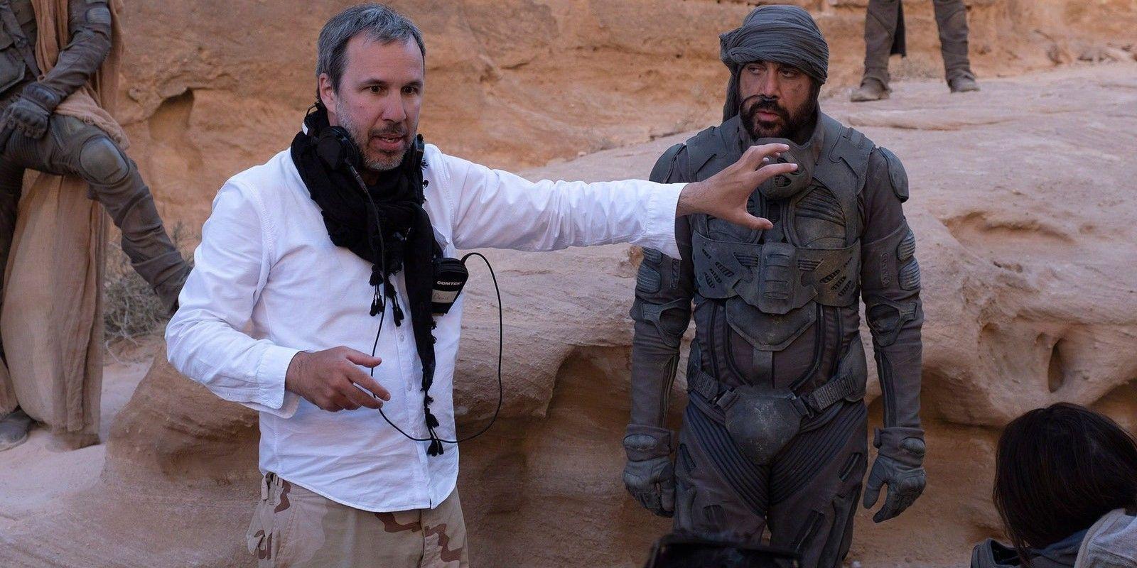 Denis Villeneuve y Javier Bardem en un momento del rodaje de 'Dune'.