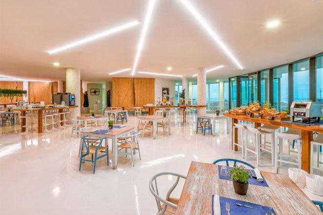 Med, el restaurante del desayuno del Higuerón Hotel Curio Collection by Hilton.