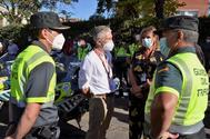 Fernando Grande-Marlaska visita el dispositivo de seguridad de la Vuelta Ciclista a España, este domingo.
