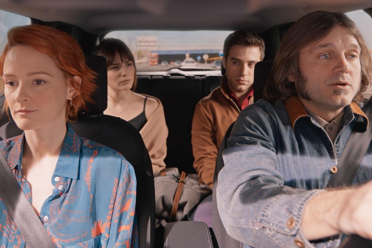 Ana Polvorosa, Andrea Duro, Pol Monen y Salva Reina en 'Con quién viajas'.
