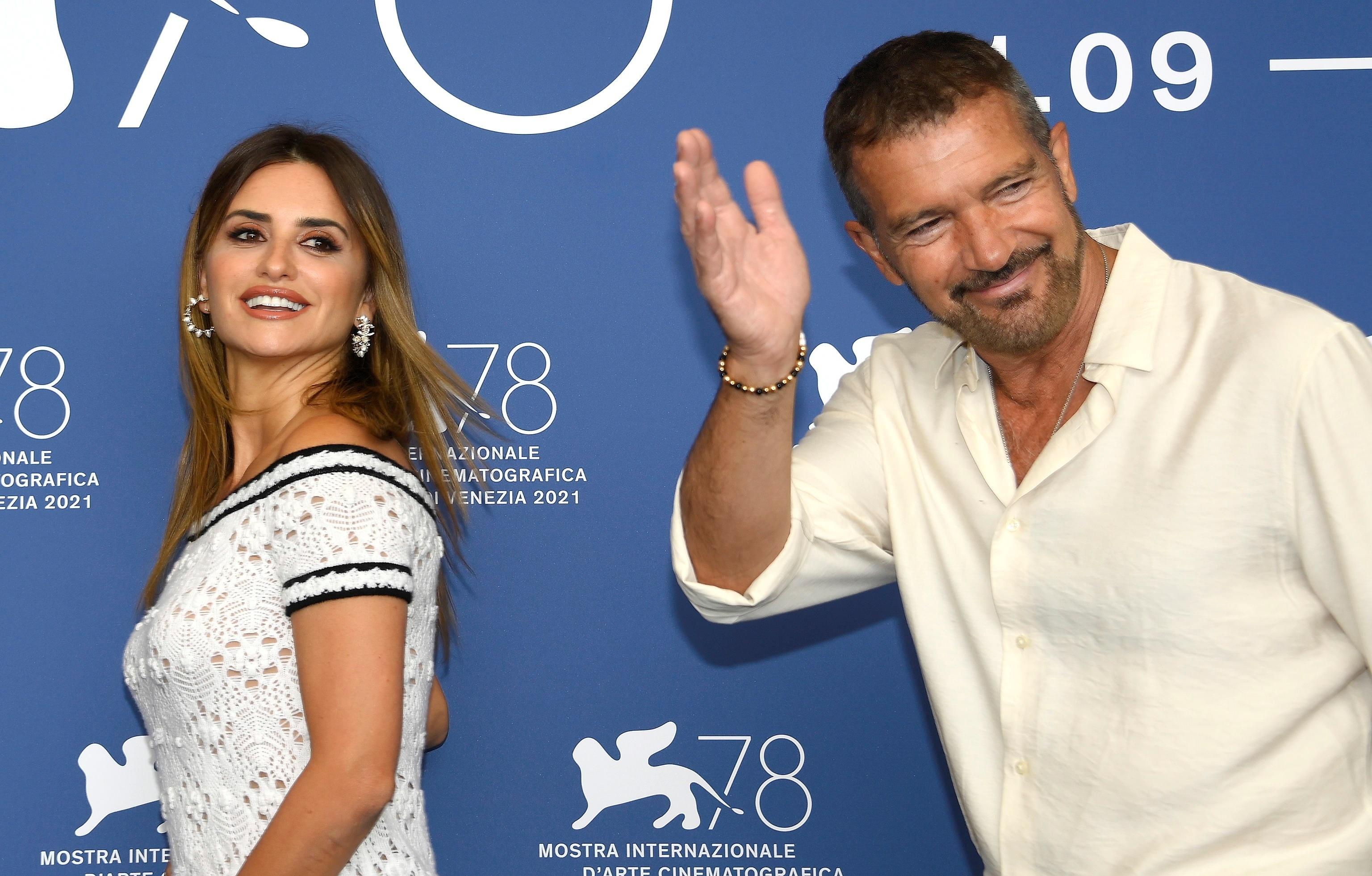 Penélope Cruz y Antonio Banderas en la presentación en Venecia de 'Competencia oficial'.