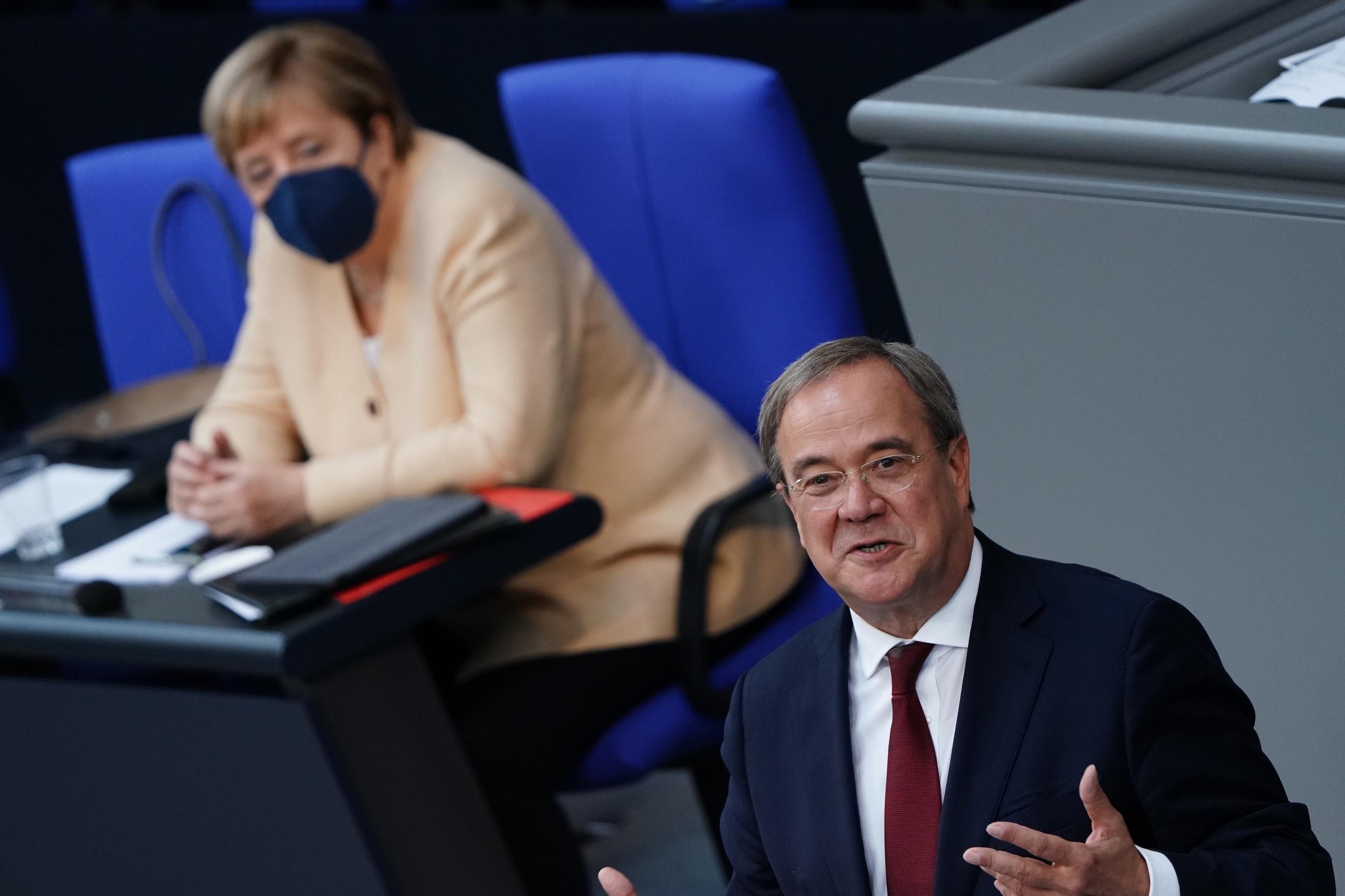 Angela Merkel y Armin Laschet, en el Bundestag este martes.