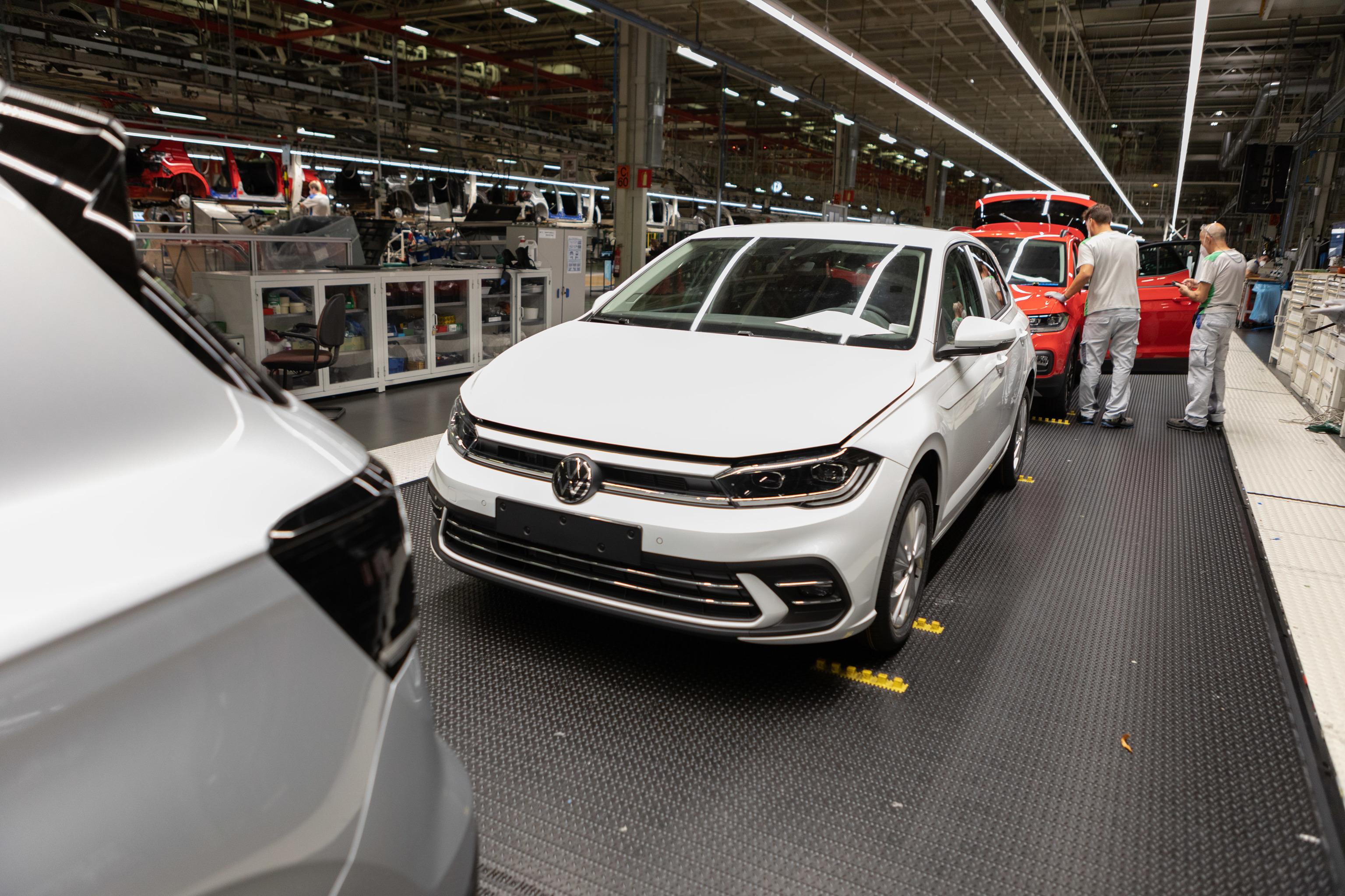 El nuevo Polo en la línea de producción de Volkswagen Navarra.