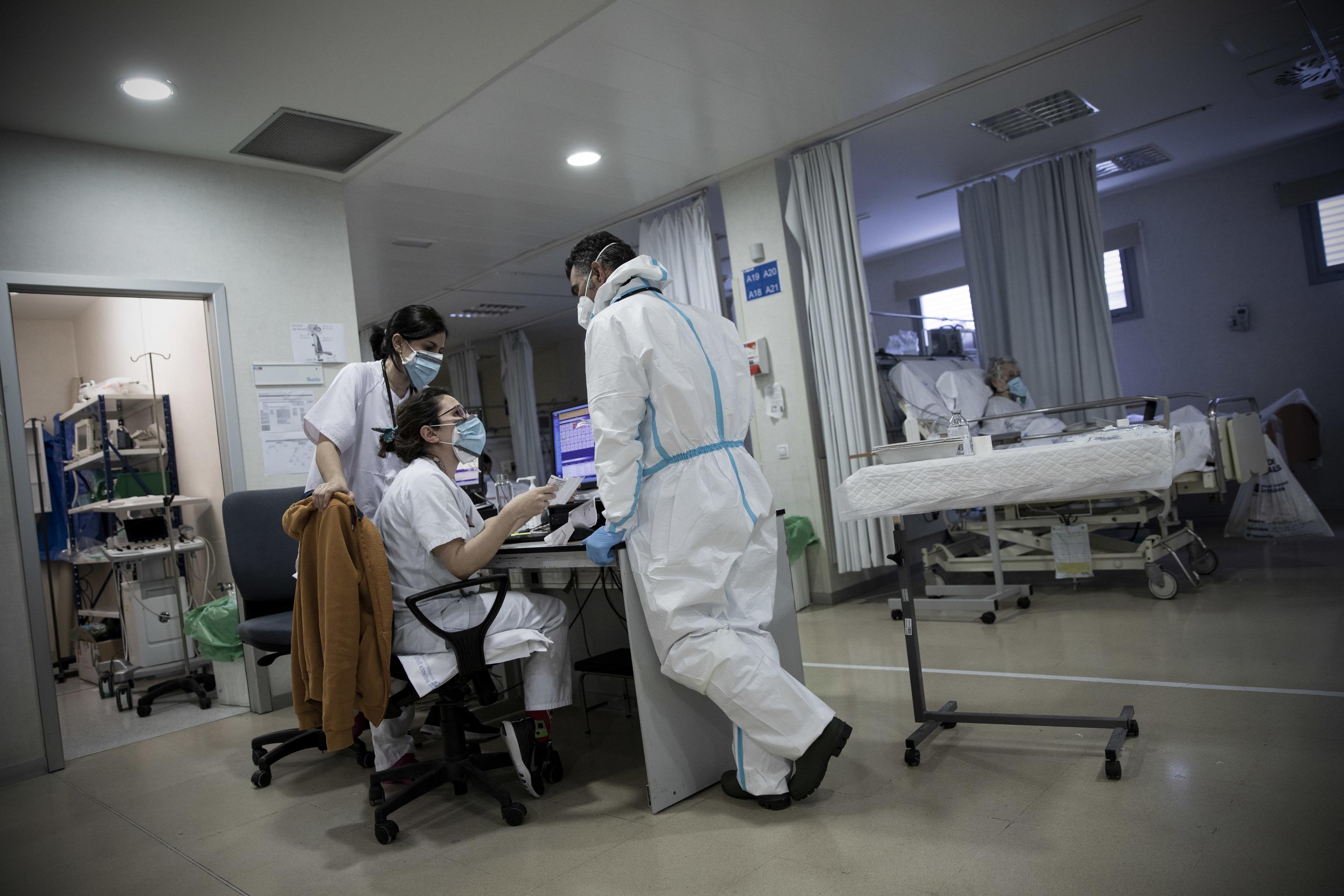 Imagen de archivo de un grupo de sanitarios en un hospital de Madrid.
